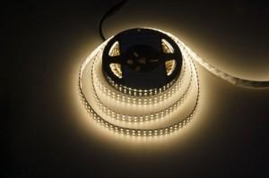 LS615, светодиодная лента цвет свечения: теплый белый 240SMD(3528)/m 19.2W/m 12V